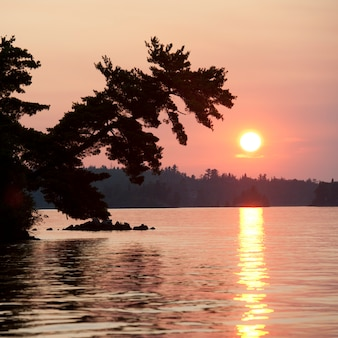Sonnenuntergang himmel am lake of the woods, ontario