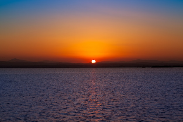 Sonnenuntergang im albufera see valencia spanien