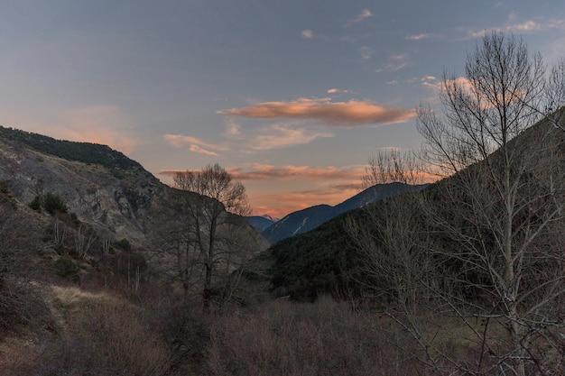 Sonnenuntergang im nationalpark von aigé estany de sant maurici