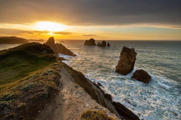 Sonnenuntergang im urros de liencres. kantabrien. spanien.