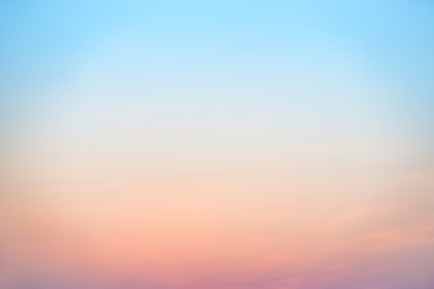 Sonnenuntergang oder sonnenaufgang bunter rosa, roter, blauer und orange schöner himmel