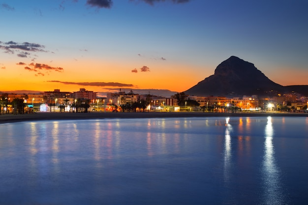 Sonnenuntergang-strandnachtansicht alicante javea