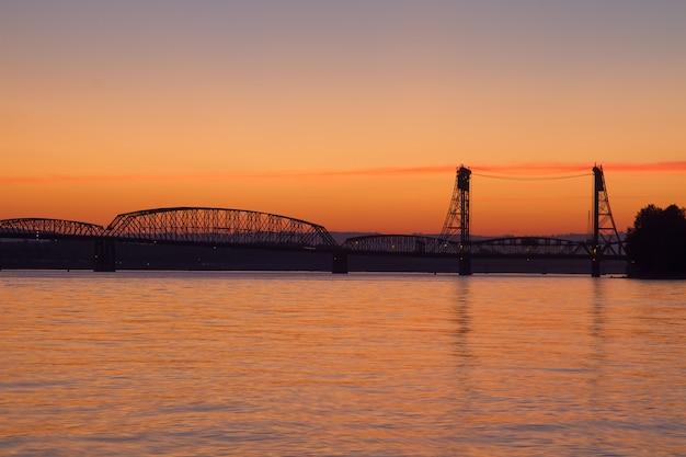 Sonnenuntergang über columbia river crossing interstate bridge