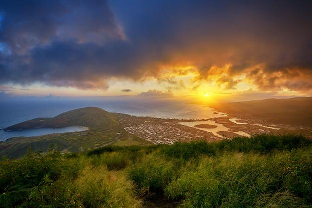Sonnenuntergang über hanauma bay vom koko head crater