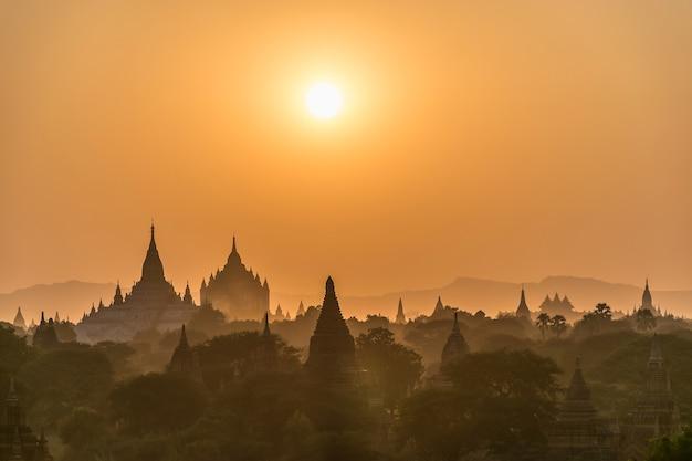Sonnenuntergang über pagode