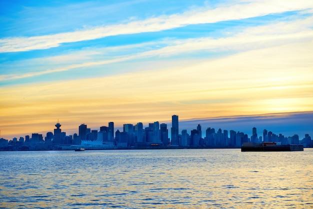 Sonnenuntergang über vancouver, kanada