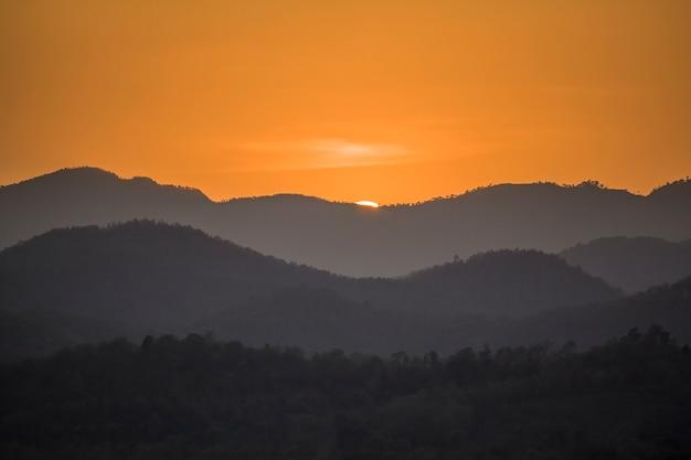 Sonnenuntergang von thailand berg