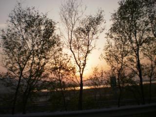 Sonnenuntergang während der fahrt zurück nach hause, khewra, wälder