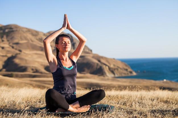 Sonnenuntergang yoga-kurse.