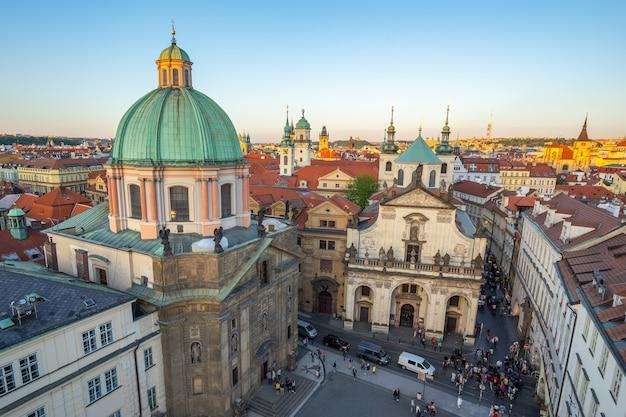Sonnenuntergangansicht alter stadt prags in der tschechischen republik