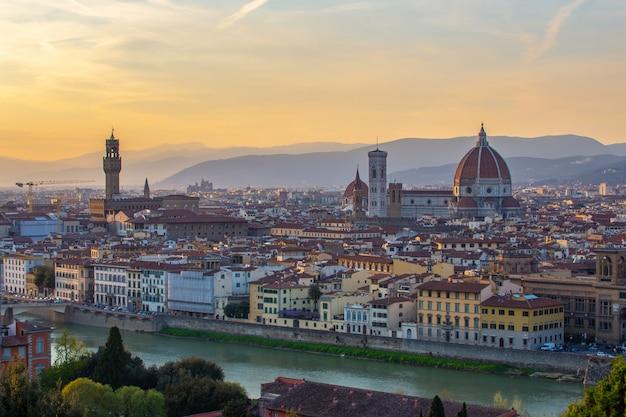 Sonnenuntergangansicht von florenz-skylinen in italien