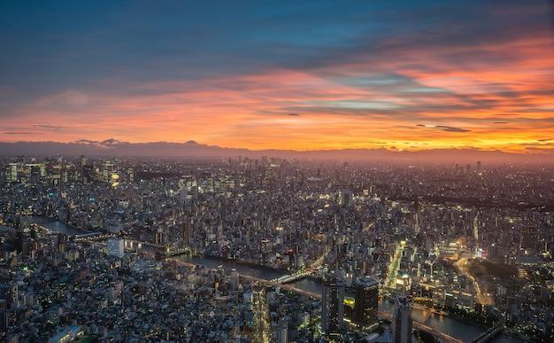 Sonnenunterganghimmel mit tokyo-stadt von tokyo skytree tokyo japan