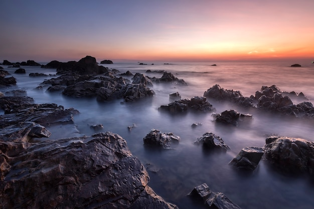 Sonnenuntergangmeerblick in thailand