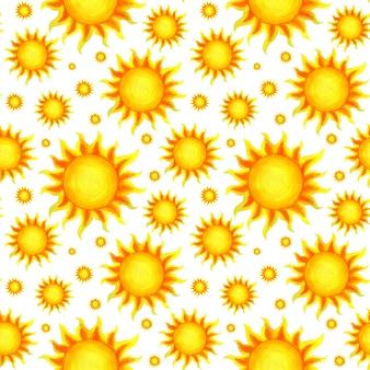 Sonniges nahtloses muster gelbe sonne sommer helles handgezeichnetes muster die feurigen strahlen der sonne