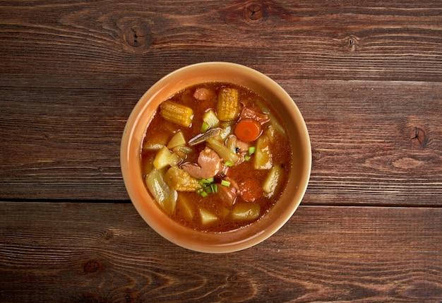 Sopa de mondongo - gericht kommt aus lateinamerika und der karibik.