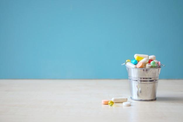Sortierte pharmazeutische medizinpillen und -kapseln