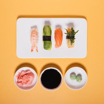 Sortierte sushi nahe würzen