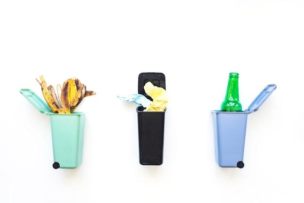 Sortierter abfall vorbereitet für die wiederverwertung