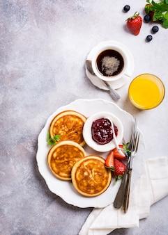 Sortiertes gesundes frühstück