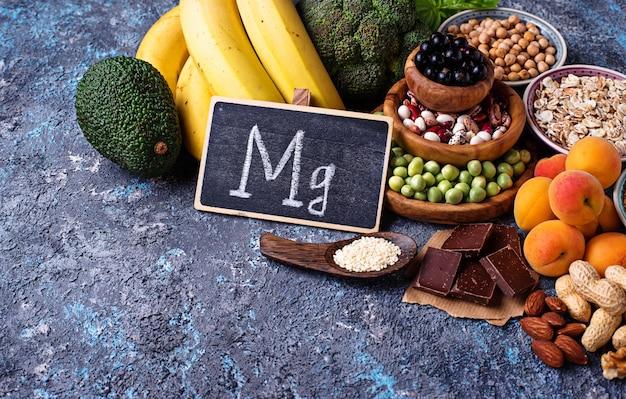 Sortiment von magnesium enthaltenden lebensmitteln
