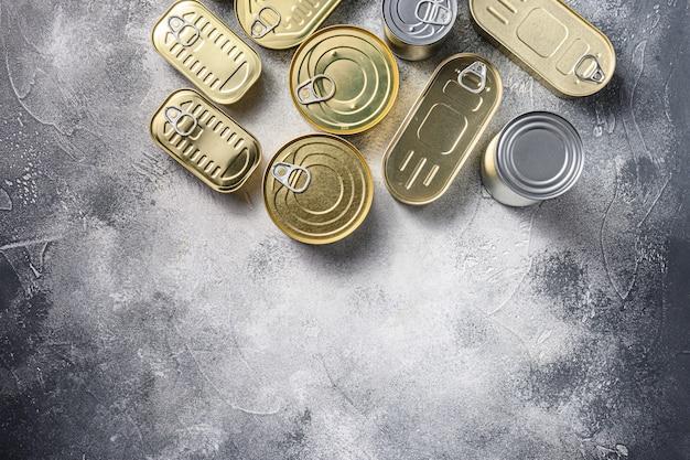 Sortimentsarten von formen konserven, fisch, obst, gemüse, fleisch, suppe draufsicht