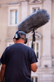 Soundrekorder mit mikrofon, boom-mikrofon und kopfhörern