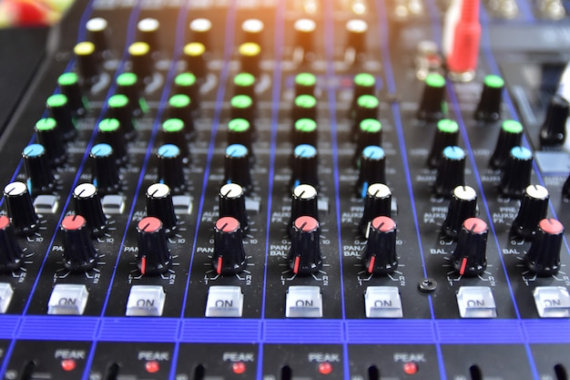 Soundsystem-steuerung für musikunterhaltung, equalizer-steuerung