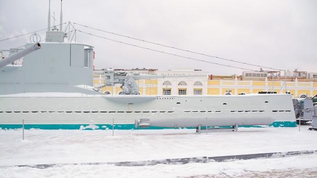 Sowjetische kriegsschiffe und ein u-boot. russische militärausrüstung.