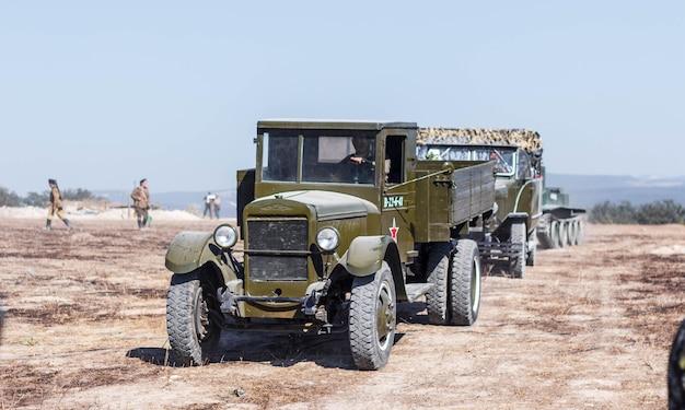 Sowjetische militärausrüstung des zweiten weltkriegs. sowjetischer lastwagen.