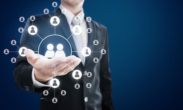 Soziale netzwerke und organisation der geschäftlichen humanressourcen