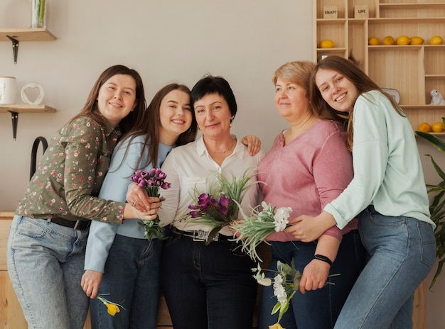 Soziale weibliche versammlung posiert