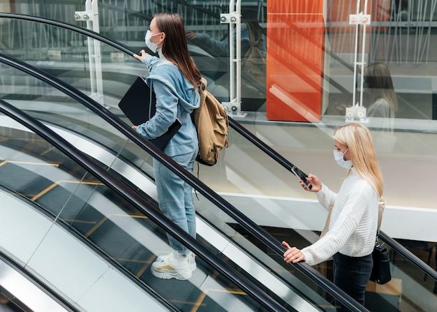 Soziales distanzierungskonzept in öffentlichen bereichen