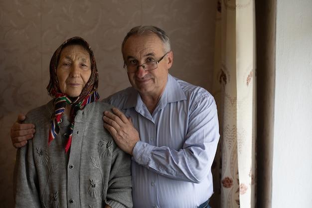 Sozialhilfe für ältere menschen, alter mann und alte mutter