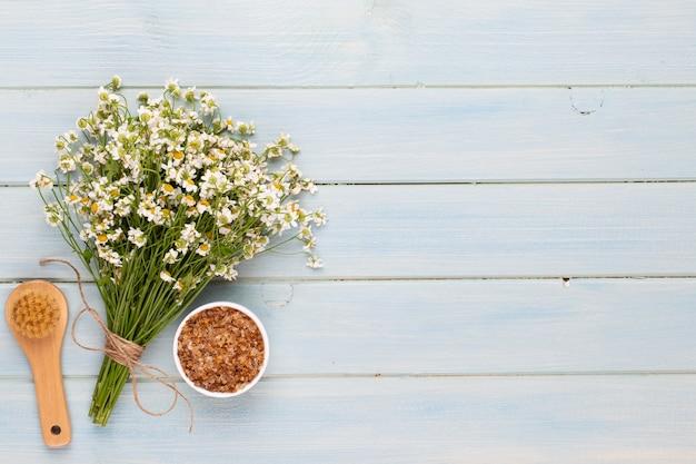 Spa aromatherapie hintergrund, flache lage verschiedener schönheitspflegeprodukte