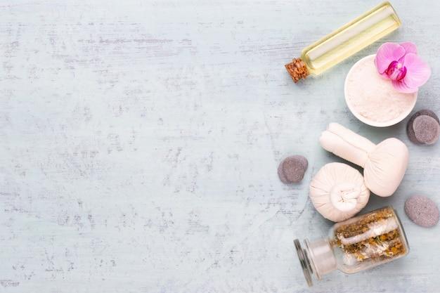 Spa-aromatherapie-kosmetikproduktkonzept, spa-hintergrund mit einem raum für einen text