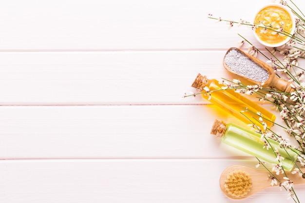 Spa-aromatherapie-kosmetikproduktkonzept, spa-hintergrund mit platz für einen text, flache lage, ansicht von oben.
