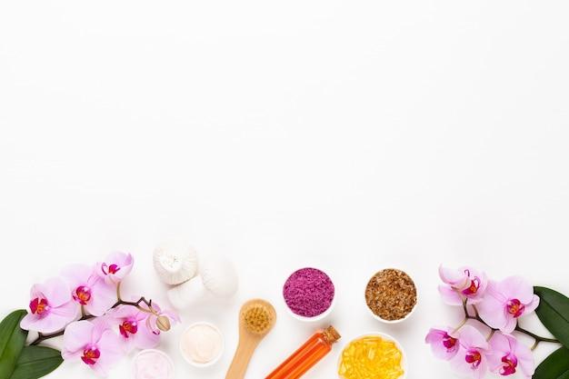 Spa aromatherapie kosmetische produkte konzept, orchidee, spa hintergrund mit einem raum für einen text, flache lage, blick von oben.