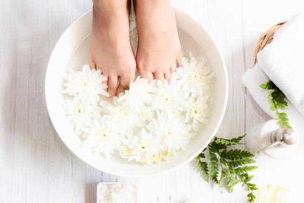 Spa beauty massage gesundheit wellness. spa thai therapie behandlung aromatherapie für körper frau