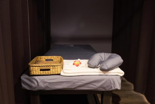 Spa-bett für thai-öl-massage