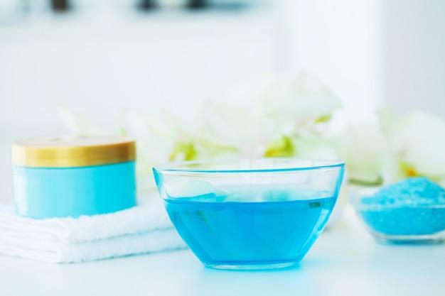 Spa. blaue badesalz-schönheits-behandlung