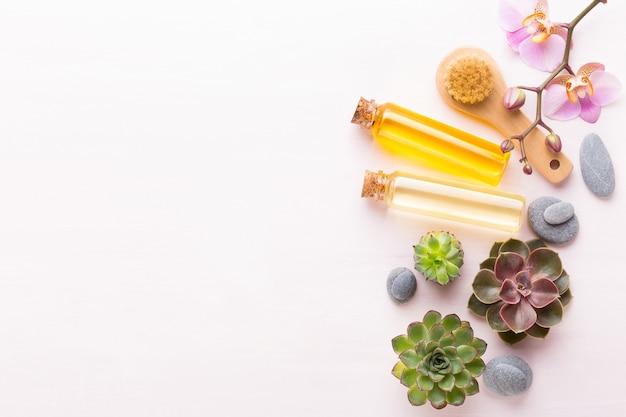 Spa-hintergrund mit platz für einen text. spa wellnes grußkarte. aromatherapie-thema, handgemachte biokosmetik. flach liegen.