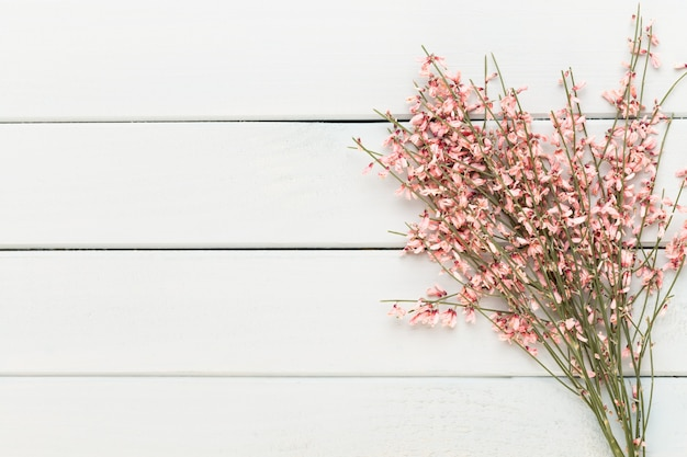 Spa-hintergrund mit platz für einen text. spa wellness-grußkarte. aromatherapie-thema, handgemachte kosmetik.