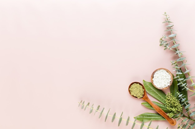 Spa-hintergrund mit platz für einen text. spa wellness-grußkarte. aromatherapie-thema, handgemachte kosmetik
