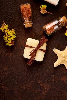 Spa-konzept. aromatische kerzen, handtuch