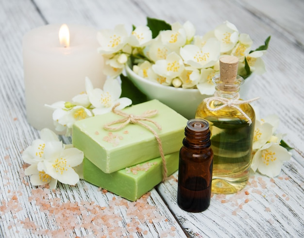 Spa-konzept mit jasminblüten