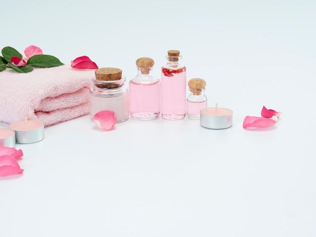 Spa-set aus rosenöl und duftkerzen