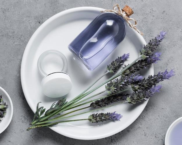Spa- und schönheitsbehandlung lavendelöl