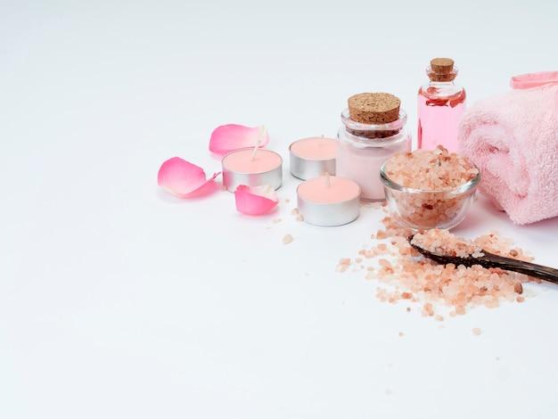 Spa von rosenöl, rosa himalaya-salz.