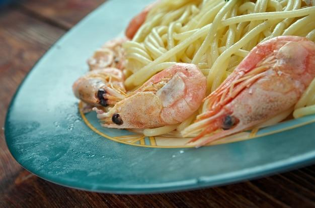 Spaghetti ai frutti di mare - italienische pasta-spaghetti mit meeresfrüchten
