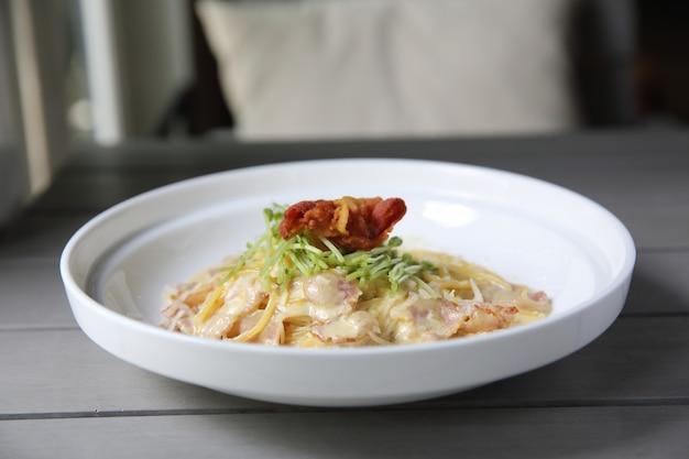Spaghetti carbonara mit speck